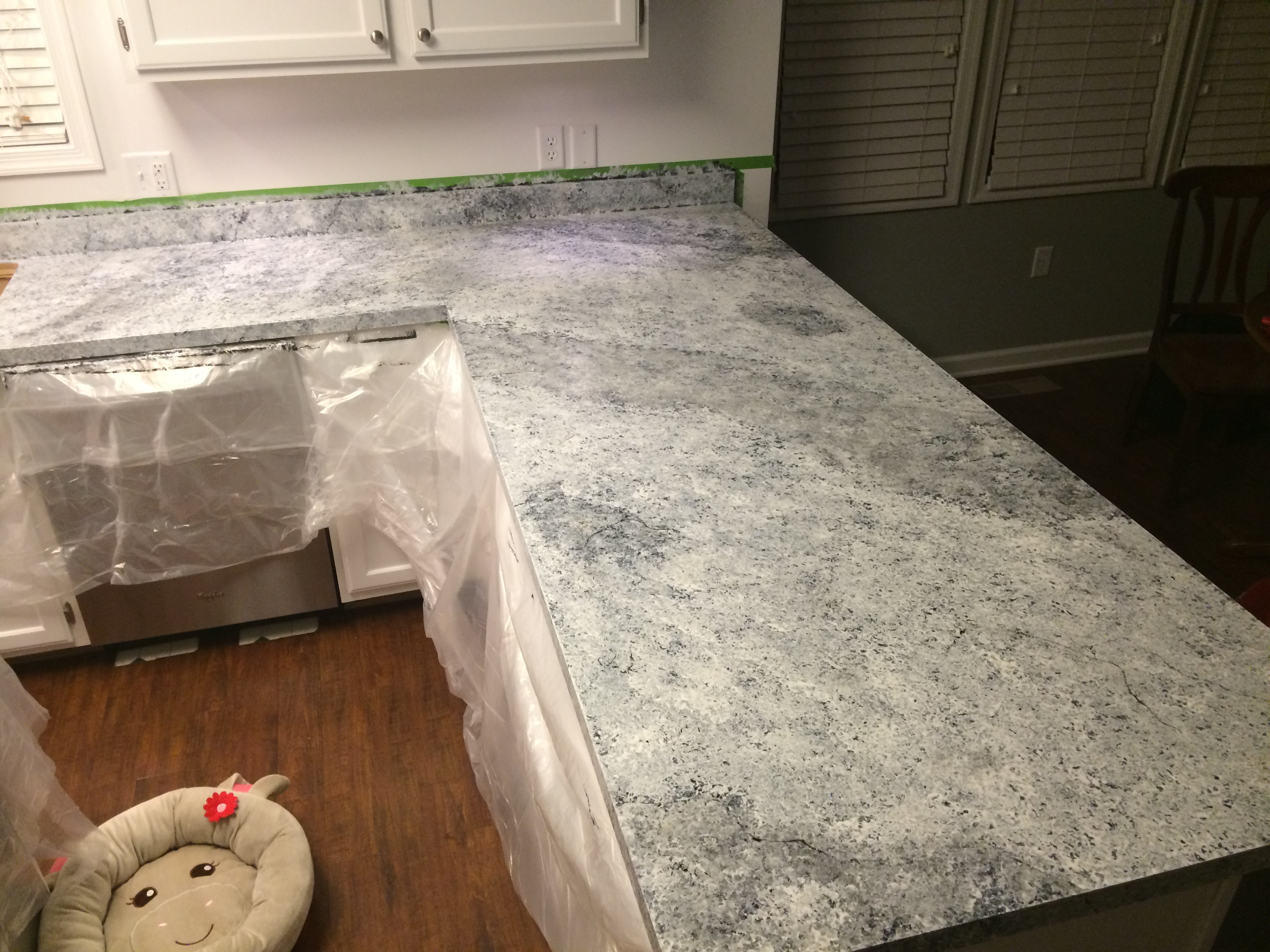 Giani Countertop Paint White : Countertop Redo with Giani Granite Countertop Paint ? Life in Pearls ...