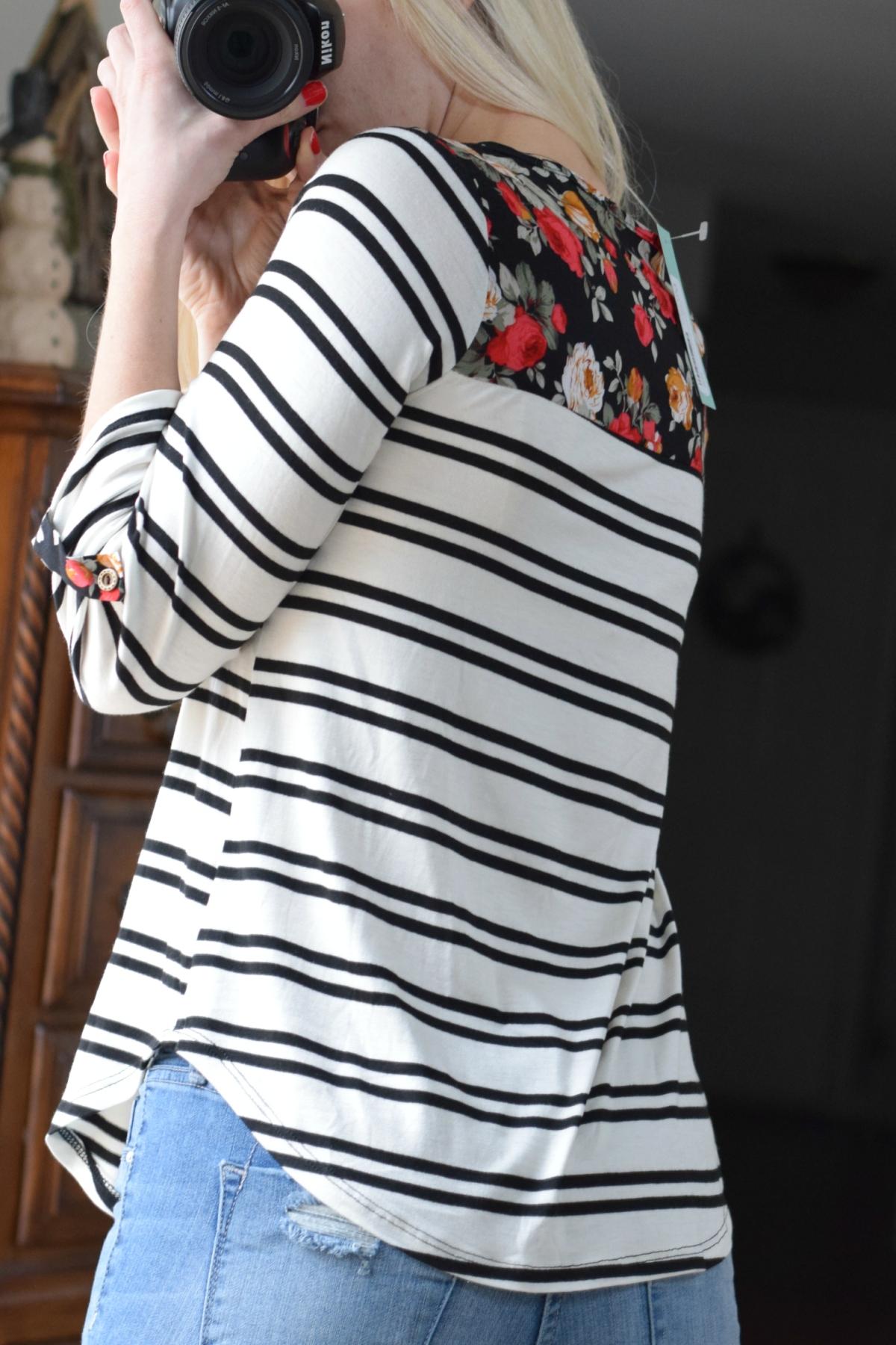 December 2015 Stitch Fix Review: Le Lis Sutherlin Contrast Print Knit Top |www.pearlsandsportsbras.com|