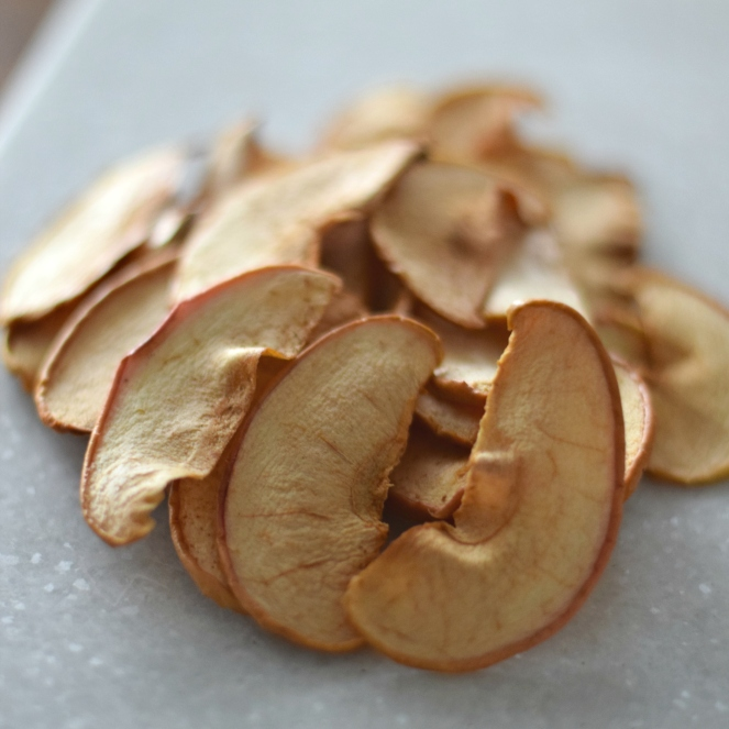 DIY Crispy Apple Dog Treats |www.pearlsandsportsbras.com|