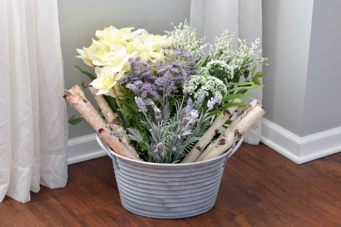 DIY Spring Decor: Flower Bucket |www.pearlsandsportsbras.com|