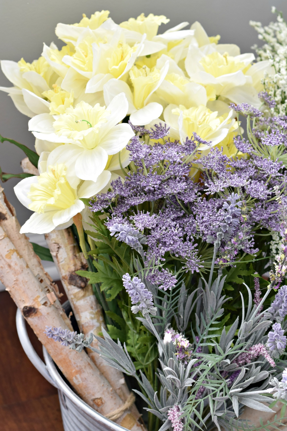 DIY Spring Decor |www.pearlsandsportsbras.com|