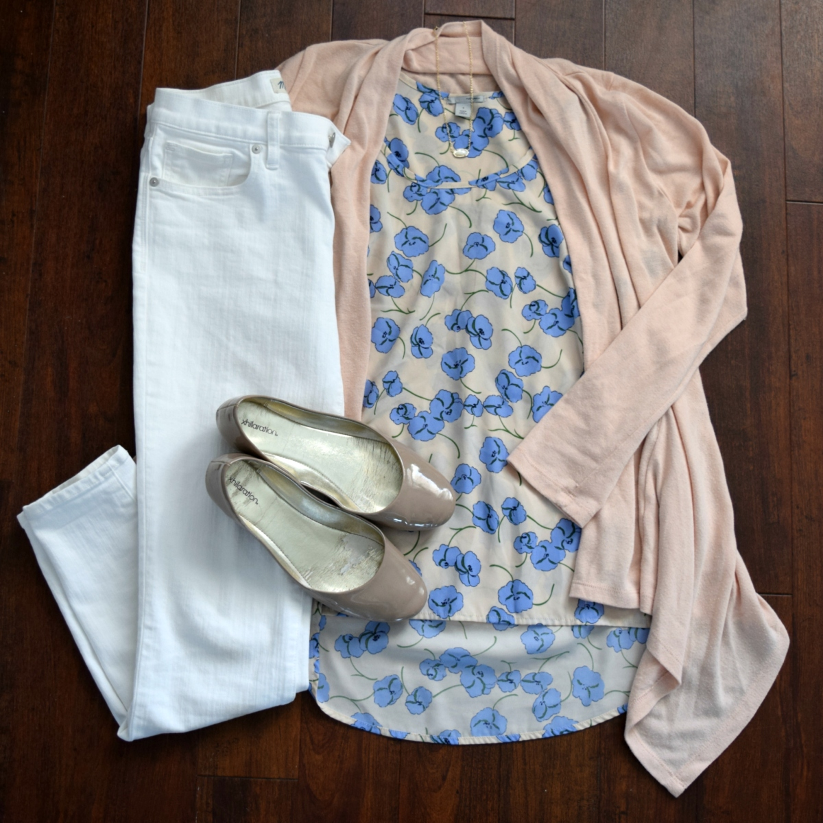floral blouse. pink cardi, white skinny jeans, and nude flats |www.pearlsandsportsbras.com|