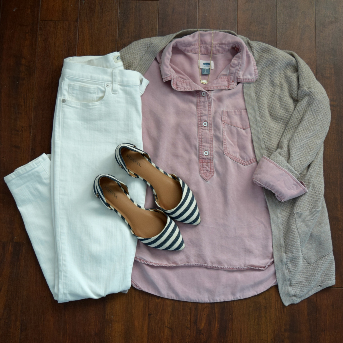 pink chambray, white skinny jeans, and navy stripes |www.pearlsandsportsbras.com|