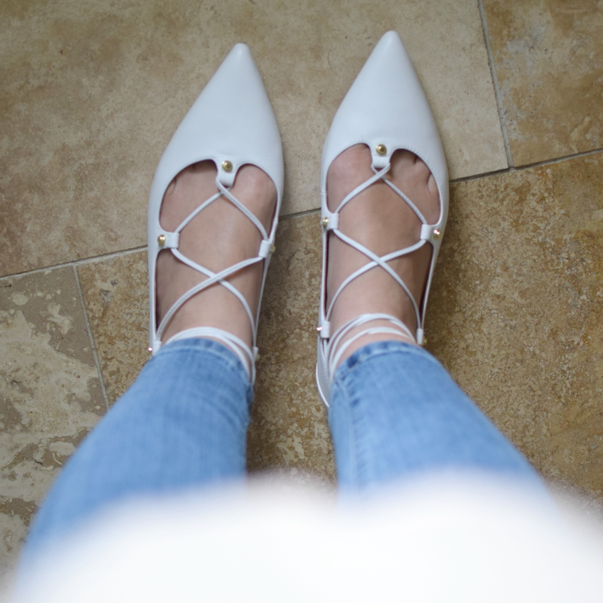 White ghillie flats mix perfectly with blush and denim  www.pearlsandsportsbras.com 