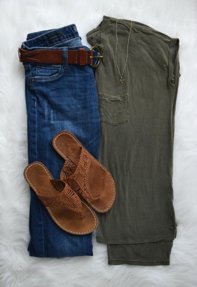 Flowy top and boyfriend jeans |www.pearlsandsportsbras.com|