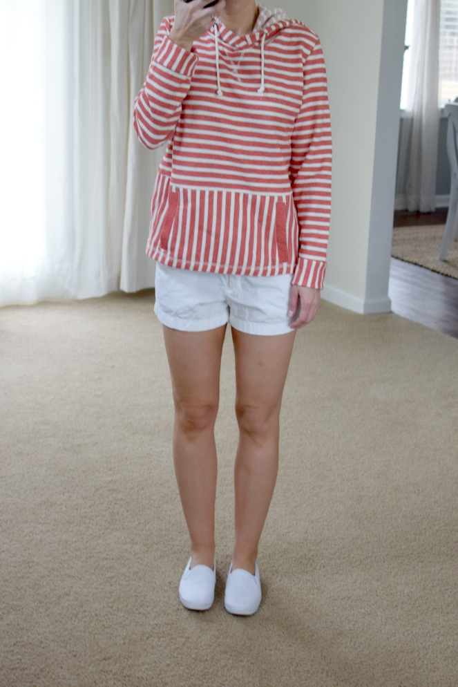 comfy sweater with classic white shorts and keds |www.pearlsandsportsbras.com