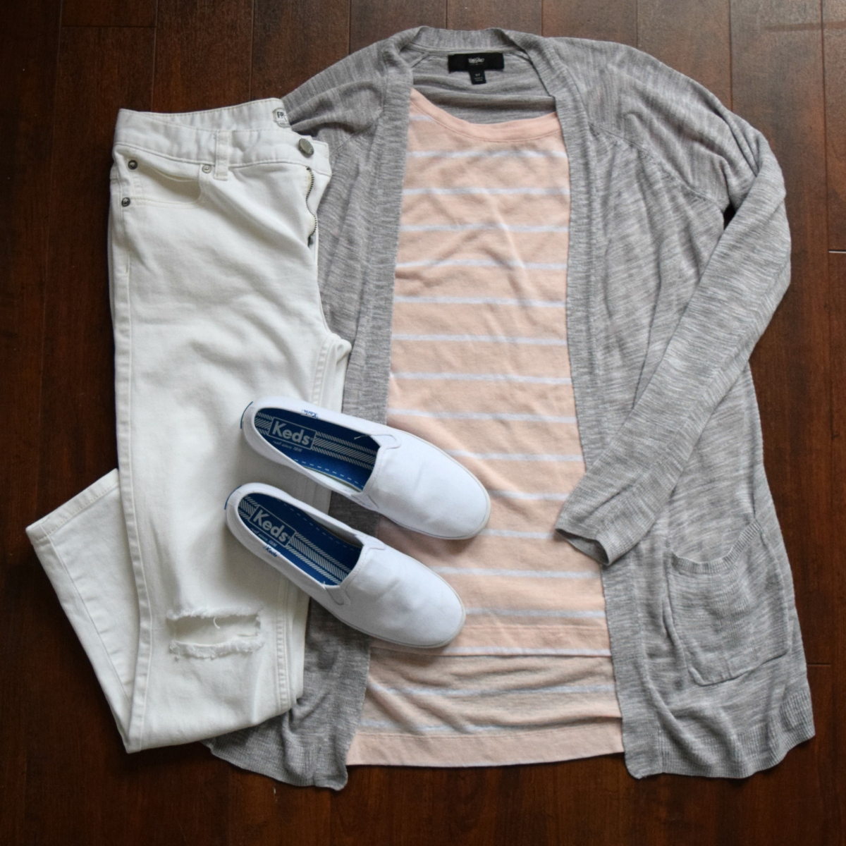 comfy and casual for the airport |www.pearlsandsportsbras.com|
