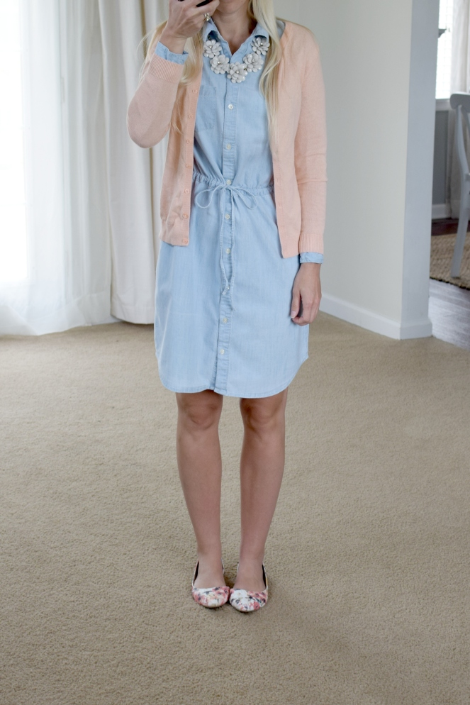 Chambray dress for spring |www.pearlsandsportsbras.com|