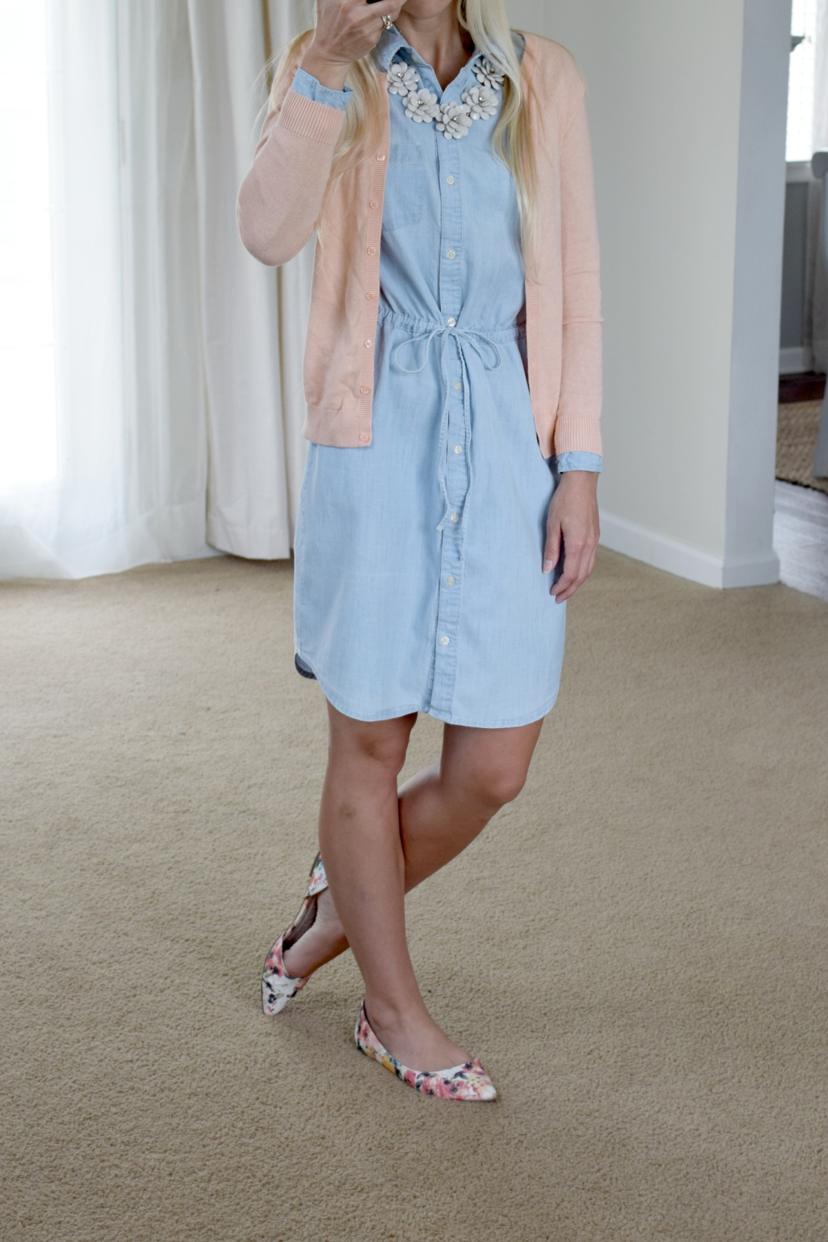 Chambray dress for spring |www.pearlsandsportsbras.com|