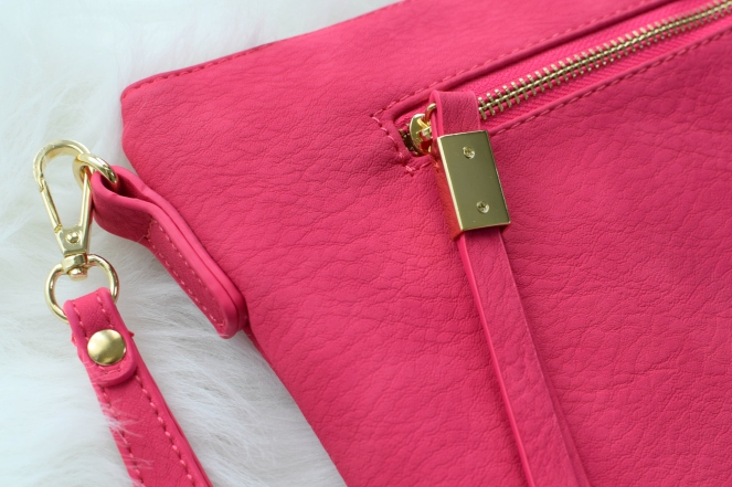 June 2016 Stitch Fix Review: Siraleah Jesse Crossbody Bag |www.pearlsandsportsbras.com|