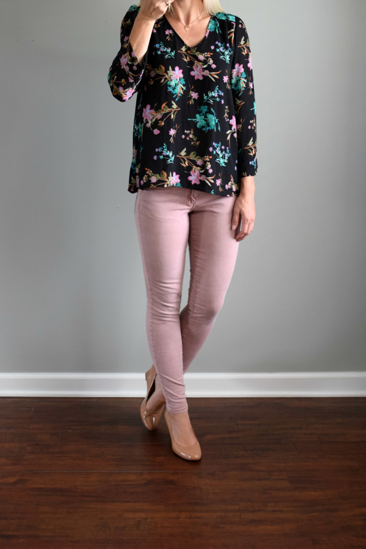 June 2016 Stitch Fix Review: Collective Concepts Rhobell V-Neck Blouse |www.pearlsandsportsbras.com|