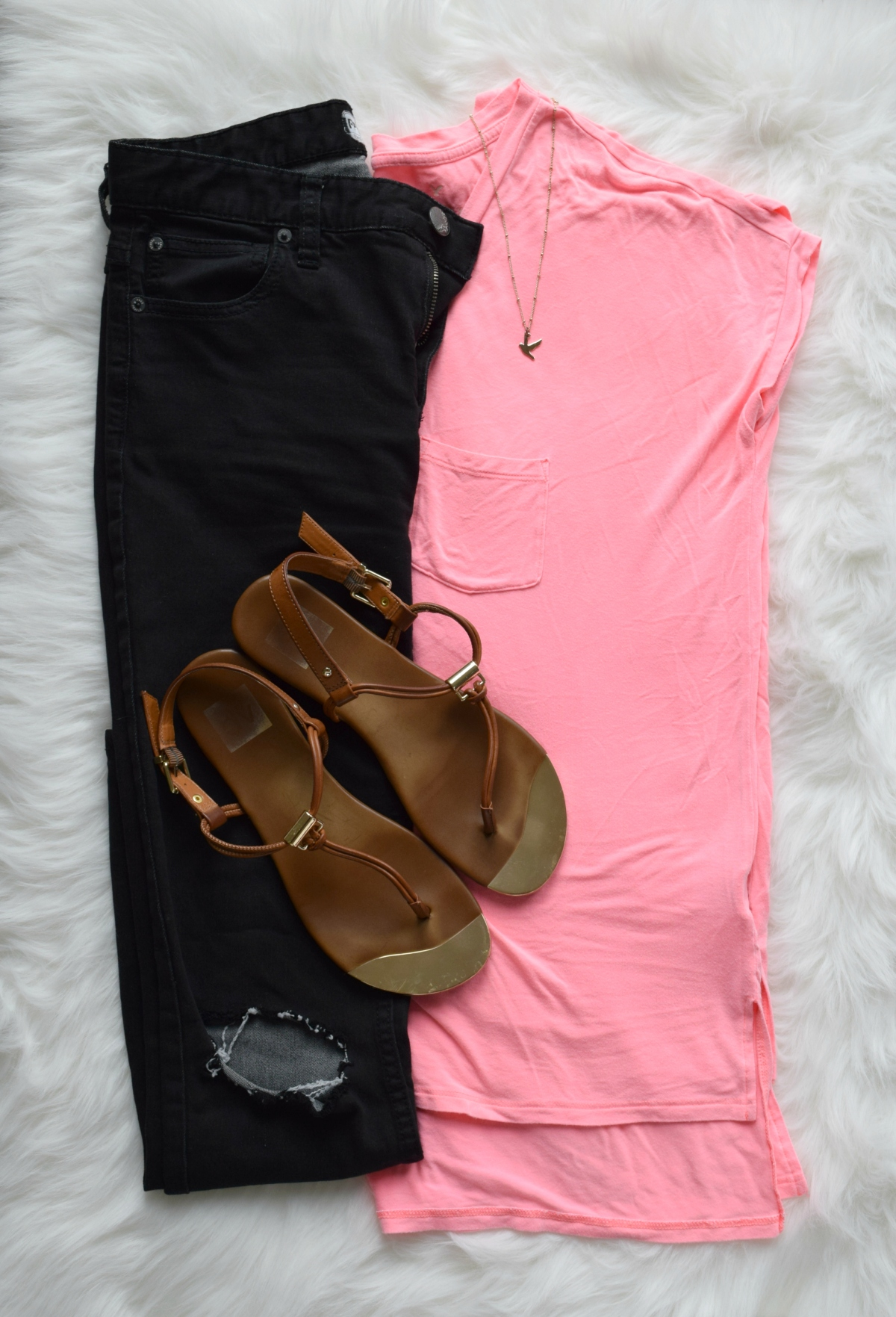 Hot pink and black for a super casual look |www.pearlsandsportsbras.com|
