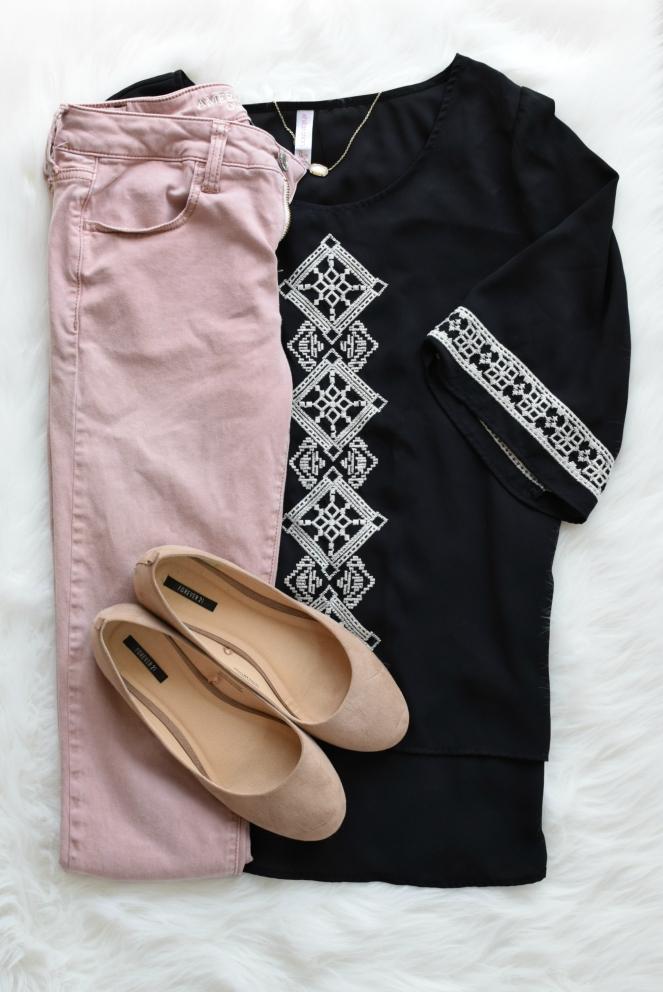 Flowy aztec and blush jeans |www.pearlsandsportsbras.com |