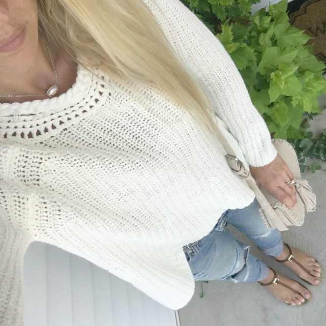 Cozy oversized sweater and destroyed denim |www.pearlsandsportsbras.com|