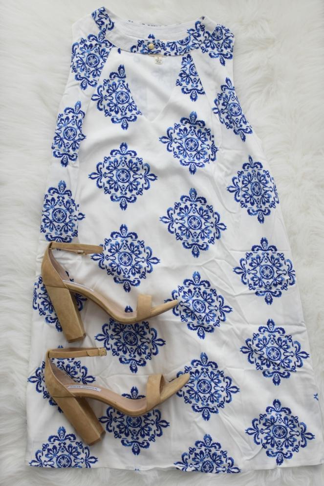 Beachy shift dress |www.pearlsandsportsbras.com|
