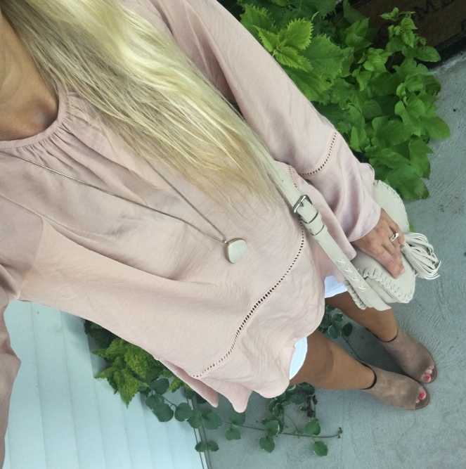 blush blouse and peep toe mules |www.pearlsandsportsbras.com|