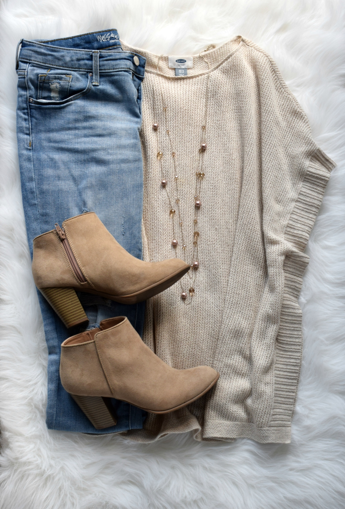 Cape sweater and ankle booties |www.pearlsandsportsbras.com|