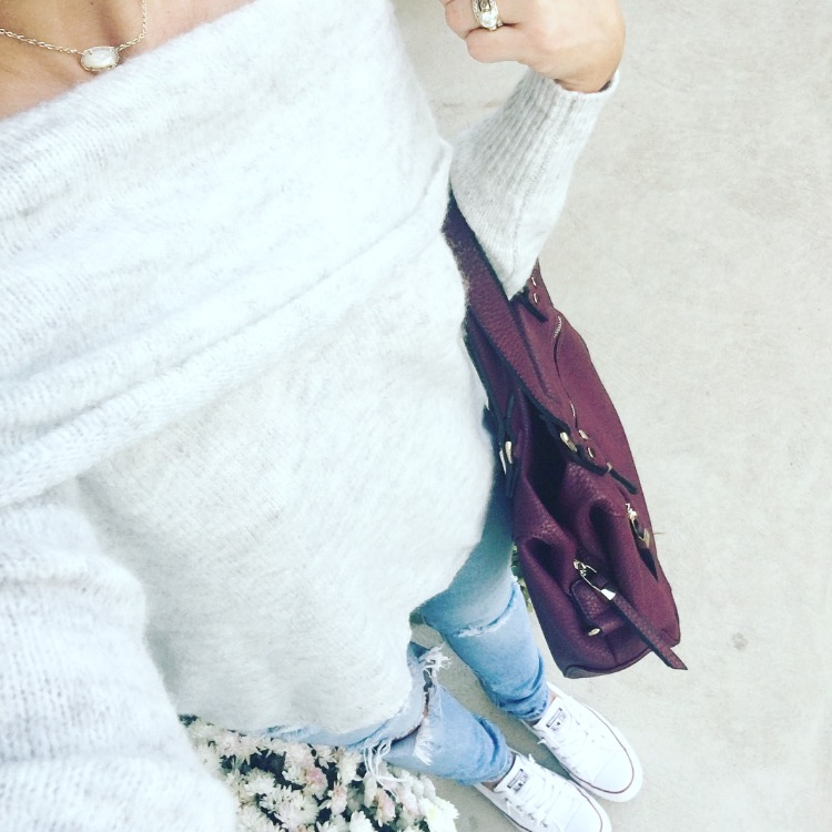 Sexy off-shoulder top dressed down with distressed denim and converses |www.pearlsandsportsbras.com|