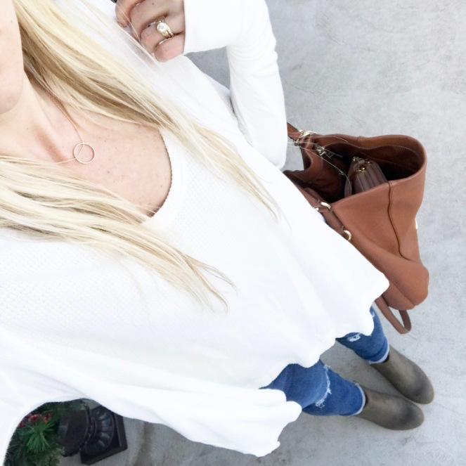 White drapey tee and olive ankle booties |www.pearlsandsportsbras.com|