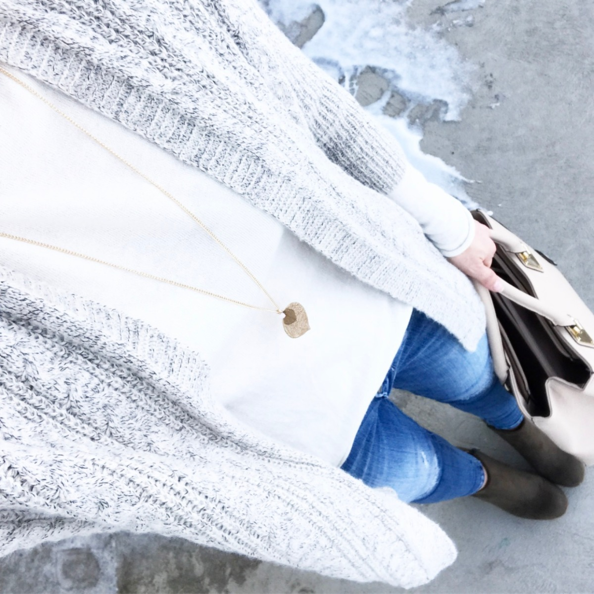 Casual neutrals and olive booties |www.pearlsandsportsbras.com|