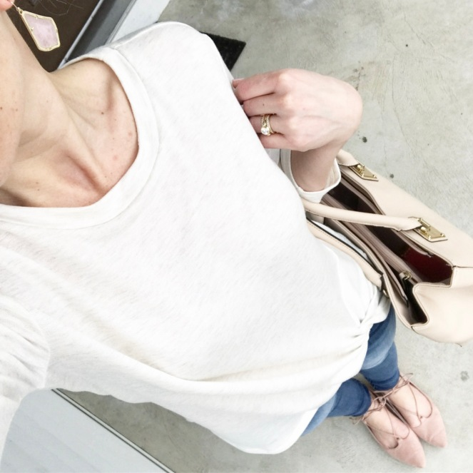 Knotted sweatshirt and blush |www.pearlsandsportsbras.com|