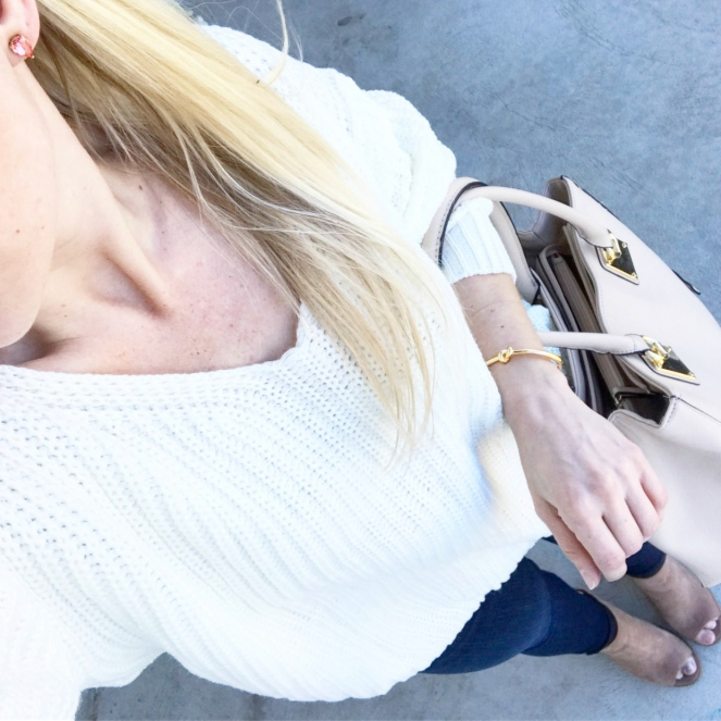 oversized sweater and easy neutrals |www.pearlsandsportsbras.com|