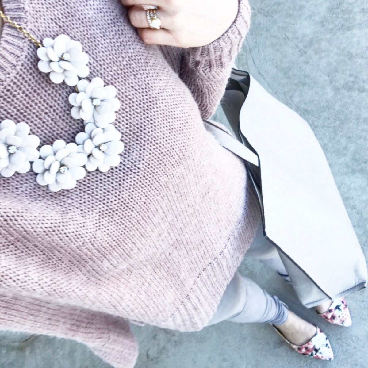 grey, blush, and spring florals |www.pearlsandsportsbras.com|