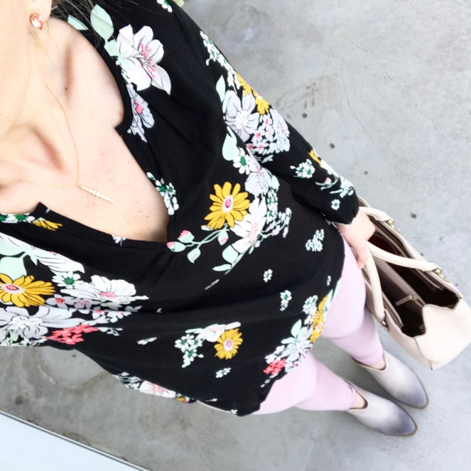 Spring florals and blush jeans |www.pearlsandsportsbras.com|