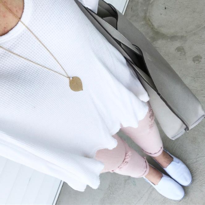 Super casual spring comfort in white in blush |www.pearlsandsportsbras.com|