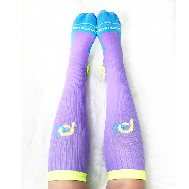 Favorites Friday: Compression Socks |www.pearlsandsportsbras.com|