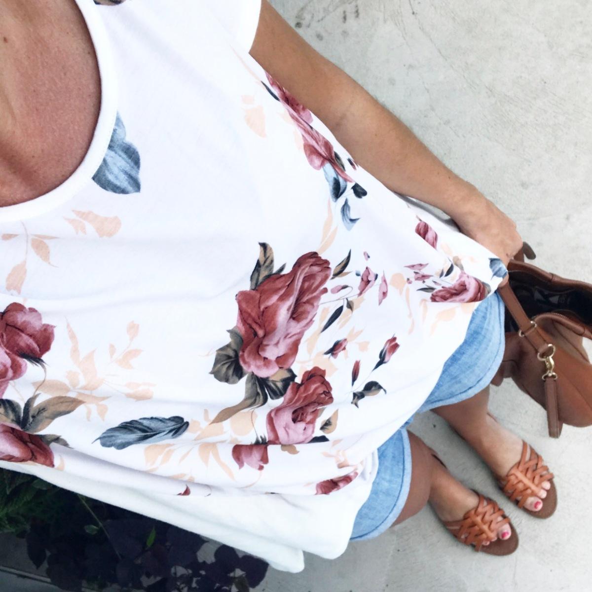 pretty floral print blouse |www.pearlsandsportsbras.com|