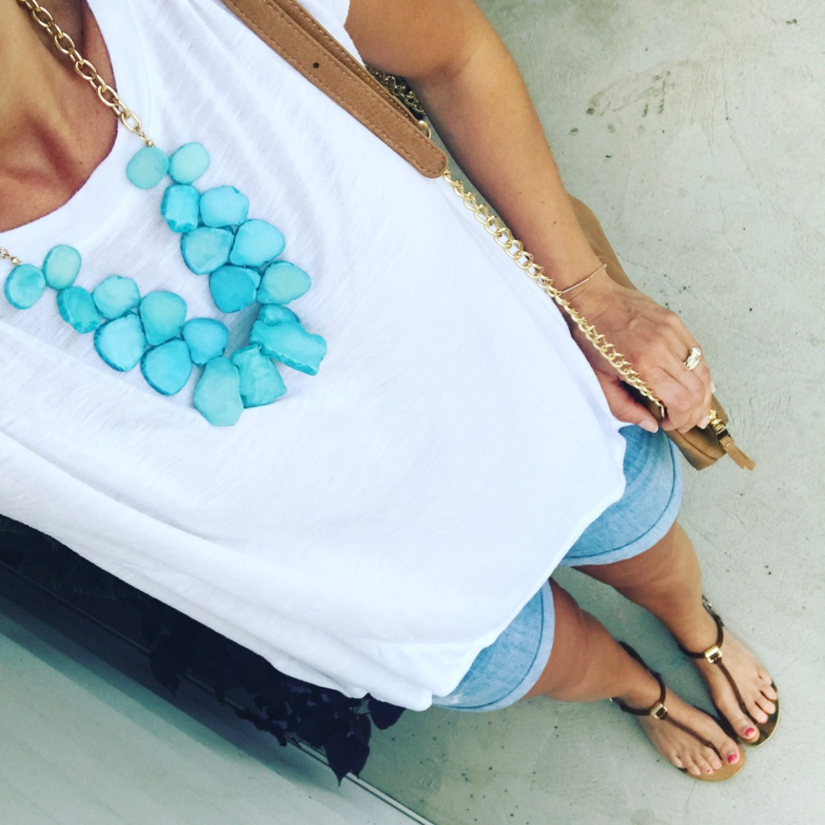 Simple summer look with a pop of color in a seaglass necklace |www.pearlsandsportsbras.com|
