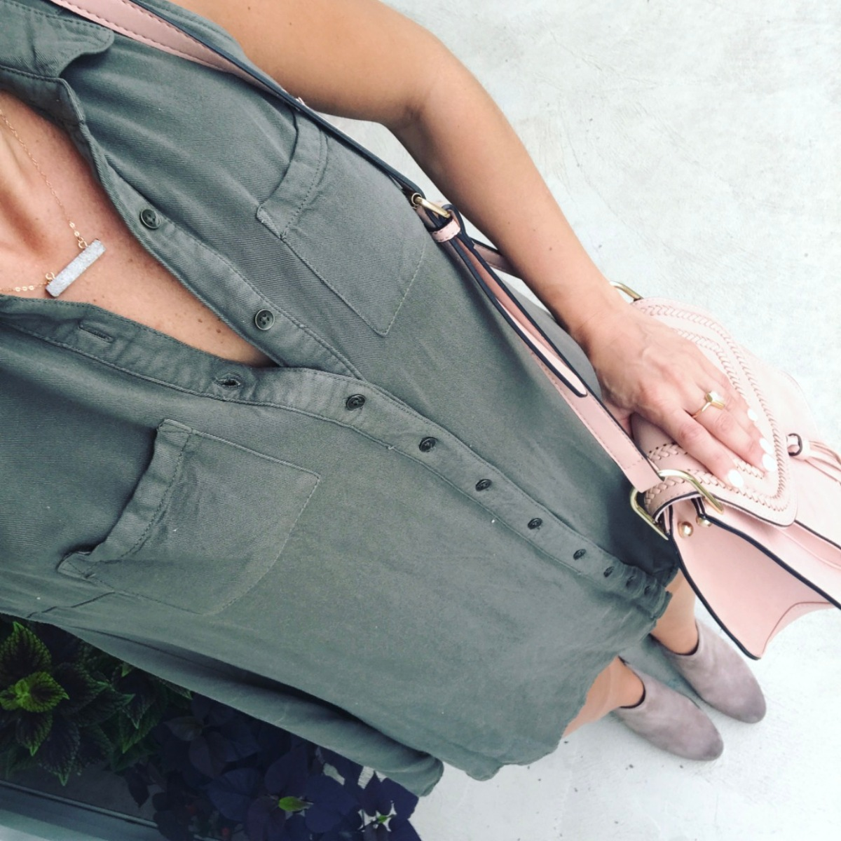 green chambray sleeveless dress paired with suede booties |www.pearlsandsportsbras.com|