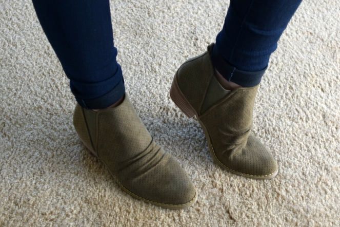 Stitch Fix Review September 2017: Report Footwear Drewe Perforated Bootie |www.pearlsandsportsbras.com|