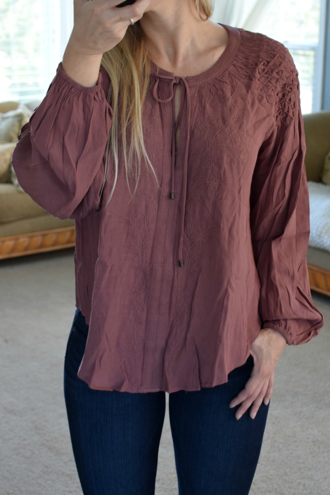 Stitch Fix Review October 2017: ASTR Claudine Bishop Sleeve Blouse |www.pearlsandsportsbras.com|