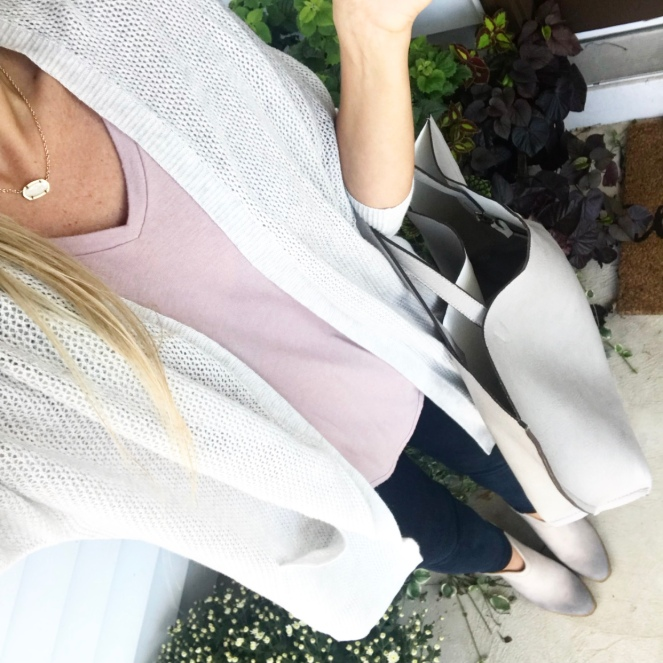 grey and pink and a comfy cocoon cardi |www.pearlsandsportsbras.com|