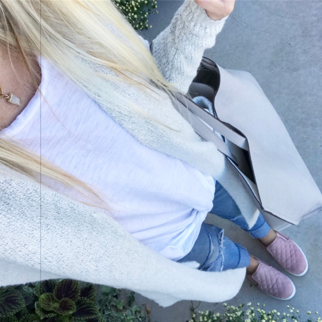 Cozy super-long cardi with a twisted tee and a pop of pink |www.pearlsandsportsbras.com|